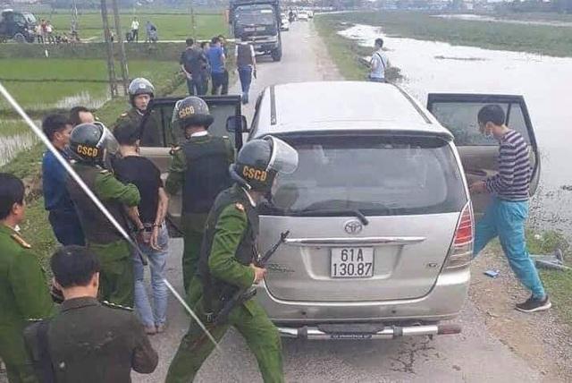 Cảnh sát vây bắt 2 đối tượng lái ô tô chở 45kg ma túy - Ảnh 1.