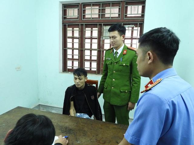 Cảnh sát vây bắt 2 đối tượng lái ô tô chở 45kg ma túy - Ảnh 2.