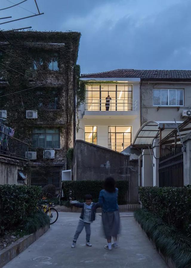 Ngôi nhà có tuổi đời 70 năm lột xác thành không gian hiện đại, tiện nghi dành cho gia đình trẻ - Ảnh 17.