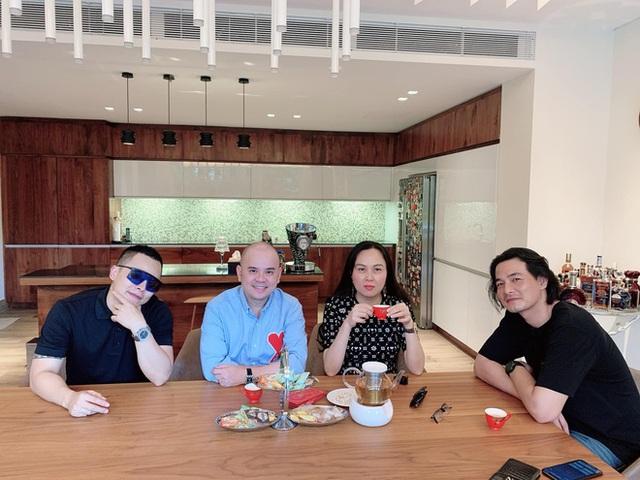 Phượng Chanel ghé thăm biệt thự mới của Ngọc Trinh, hé lộ nội thất gây choáng bên trong - Ảnh 4.