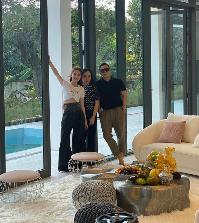Phượng Chanel ghé thăm biệt thự mới của Ngọc Trinh, hé lộ nội thất gây choáng bên trong - Ảnh 5.