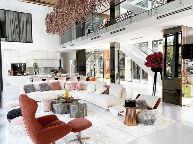 Phượng Chanel ghé thăm biệt thự mới của Ngọc Trinh, hé lộ nội thất gây choáng bên trong - Ảnh 6.