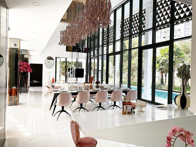 Phượng Chanel ghé thăm biệt thự mới của Ngọc Trinh, hé lộ nội thất gây choáng bên trong - Ảnh 7.