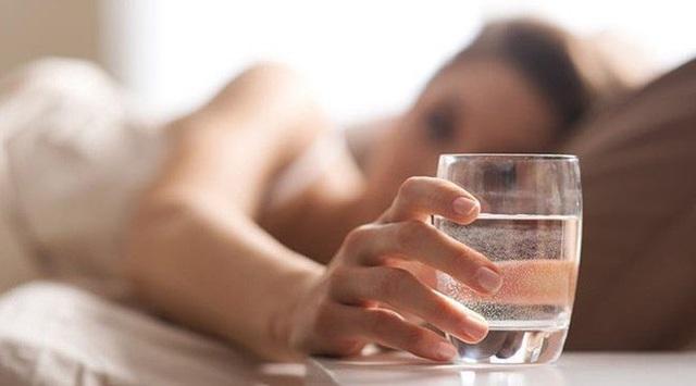 Cách bổ sung nước có lợi cho sức đề kháng phòng chống virus corona trong ngày đông lạnh - Ảnh 2.