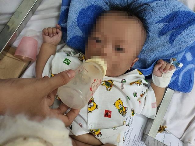 Bé trai 4 tháng bị gãy chân, xuất huyết não: Hai bố mẹ đều là con nghiện? - Ảnh 2.