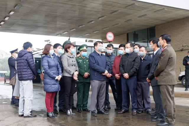 Thứ trưởng Bộ Y tế khuyến cáo Lào Cai làm tốt 4 biện pháp chủ lực trong công tác phòng chống dịch bệnh nCoV - Ảnh 4.
