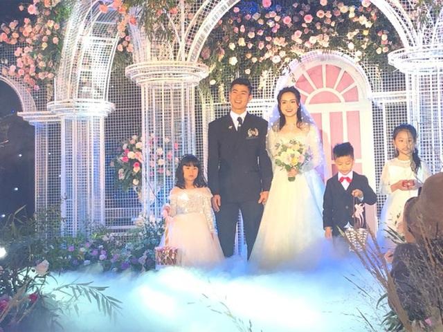 Đám cưới Duy Mạnh: Có hẳn 1 bàn dài để nước rửa tay và phát khẩu trang phục vụ khách vào dự lễ - Ảnh 5.