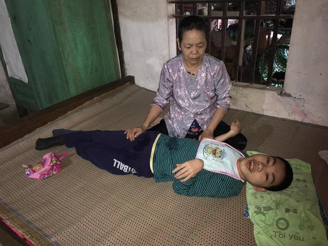 Bố mất, mẹ bỏ đi, con trai tật nguyền sống cùng ông bà nội bệnh tật - Ảnh 3.