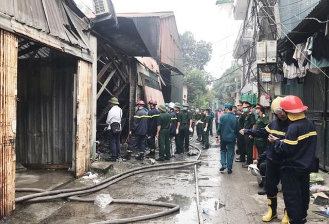 Khởi tố 1 giám đốc liên quan đến vụ cháy nhà xưởng khiến 8 người chết - Ảnh 1.