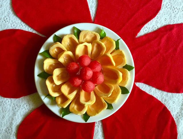 Mẹ đảm trình bày đĩa hoa quả như một bức tranh không ai nỡ ăn - Ảnh 1.