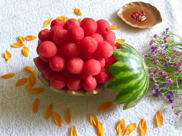 Mẹ đảm trình bày đĩa hoa quả như một bức tranh không ai nỡ ăn - Ảnh 9.