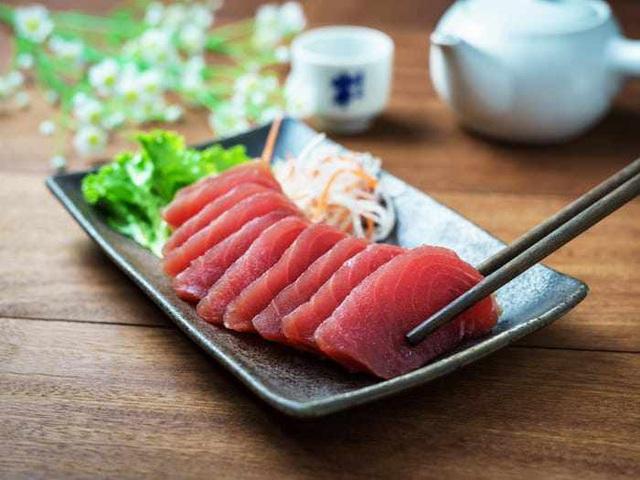 6 mối nguy tiềm ẩn có thể xảy ra khiăn đồ sống như sushi, sashimi  - Ảnh 3.
