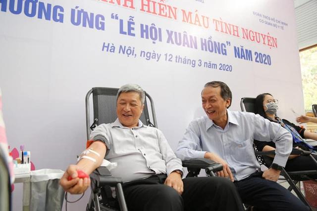Thứ trưởng Bộ Y tế hiến máu giữa mùa dịch COVID-19 - Ảnh 5.