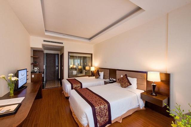 Sự thật về chiếc khăn trải ngang cuối giường mà khách sạn nào cũng có - Ảnh 4.