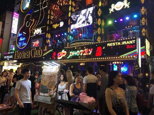 TP Hồ Chí Minh tạm ngừng hoạt động rạp chiếu phim, quán bar, karaoke - Ảnh 3.
