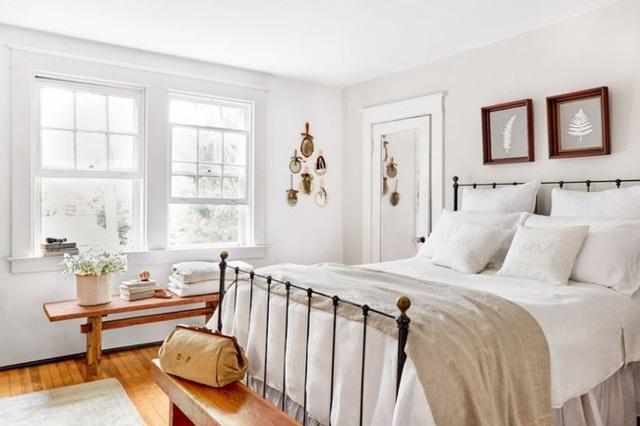 Ai muốn phòng ngủ của mình sang trọng mãi với thời gian đừng bỏ qua các mẫu phòng ngủ màu trắng đẹp hớp hồn này - Ảnh 11.