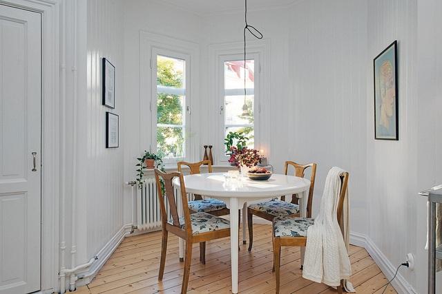 Những mẫu bàn ăn nhỏ làm thay đổi quan niệm chỉ có bàn ăn to mới sang, đẹp của nhiều người - Ảnh 12.