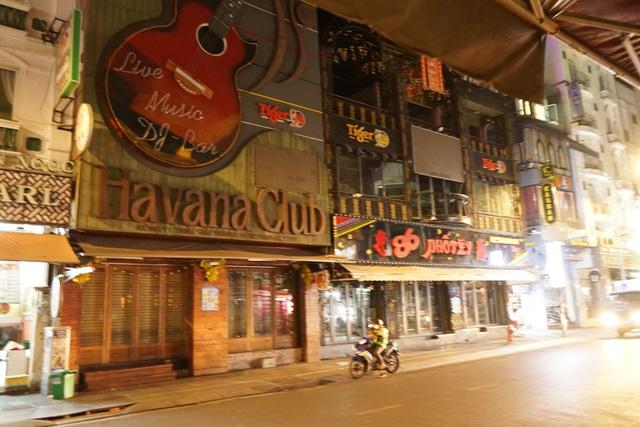 TP.HCM tạm dừng hoạt động nhà hàng, phòng gym, tiệm tóc... để phòng chống dịch COVID-19 - Ảnh 2.