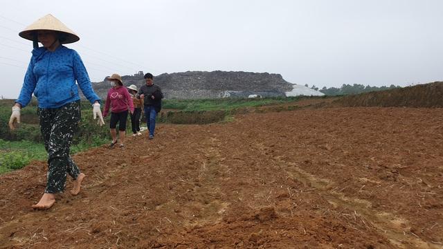 Dân bỏ ruộng vì ảnh hưởng của nhà máy chế biến rác - Ảnh 1.