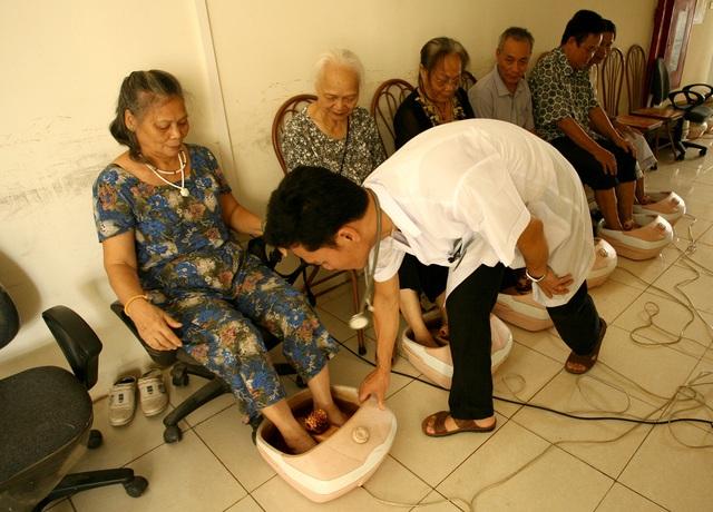 Cơ hội và thách thức từ xu hướng già hóa dân số nhanh ở Việt Nam - Ảnh 1.