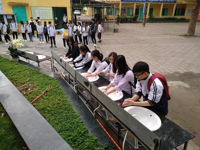 Thanh Hóa: Hàng nghìn học sinh quay trở lại trường học - Ảnh 2.