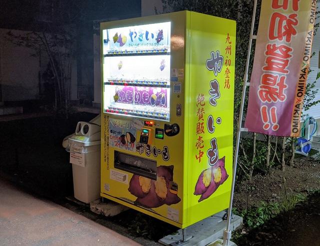 Ở Nhật, bạn có thể mua được cả khoai lang nướng chảy mật tại các máy bán hàng tự động  - Ảnh 3.