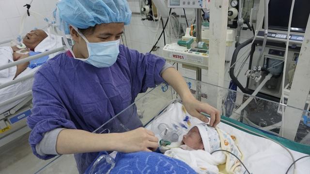 Bé trai 7 ngày tuổi bị thoát vị thành bụng cần gấp tiền điều trị - Ảnh 4.