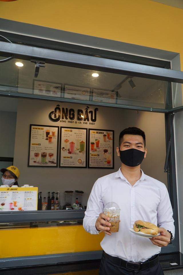 Chuỗi cà phê Ông Bầu triển khai chương trình mua cà phê – tặng bánh mỳ thịt - Ảnh 3.