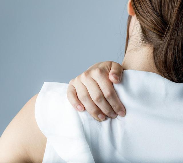 Đau vai nhưng không phải do chấn thương, bạn hãy nghĩ ngay đến 6 căn bệnh nguy hiểm này - Ảnh 1.