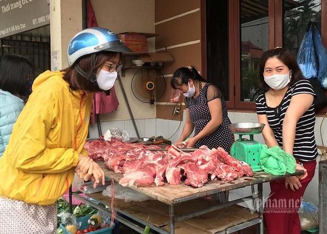 Thách thức lệnh giảm giá, thịt lợn cố thủ ở mức cao - Ảnh 3.
