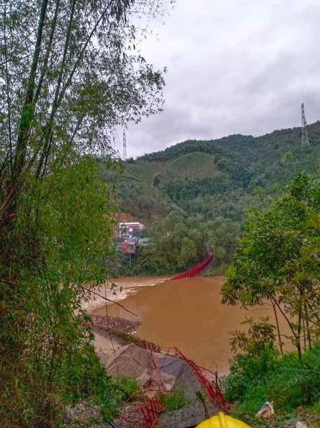 Mưa đá rơi dày đặc ở Lào Cai, một người bị sét đánh tử vong - Ảnh 1.