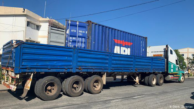 Phát hiện 64 thi thể chết ngạt trong xe tải đến Mozambique - Ảnh 1.
