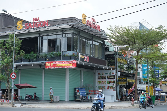 Nhà hàng, quán ăn, tiệm tóc, trà sữa, cà phê... đóng cửa treo biển chung tay chống dịch - Ảnh 25.