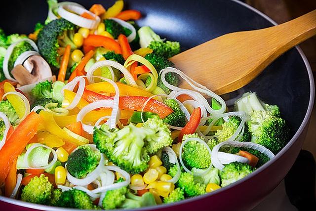 Nắm vững 5 mẹo này bạn sẽ nấu ăn ngon không kém gì đầu bếp nhà hàng - Ảnh 2.
