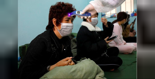 Reuters ca ngợi nỗ lực chống dịch COVID-19 của Việt Nam - Ảnh 4.