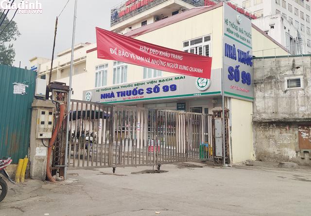 Bệnh viện Bạch Mai kiểm soát nghiêm ngặt người ra vào - Ảnh 3.