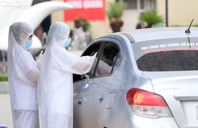 Bệnh viện Bạch Mai kiểm soát nghiêm ngặt người ra vào - Ảnh 9.