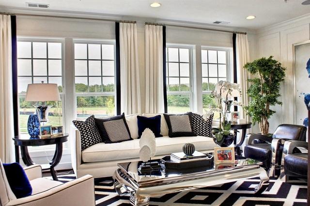 Trang trí phòng khách bằng cặp màu cổ điển này đảm bảo 10 người đến chơi 9 người khen - Ảnh 2.