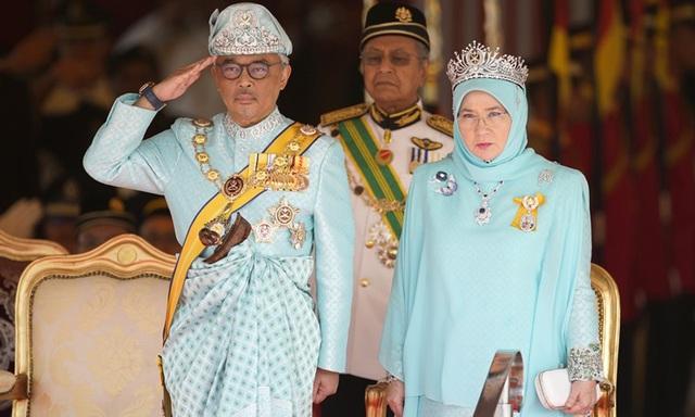 Quốc vương và Hoàng hậu Malaysia tự cách ly  - Ảnh 1.