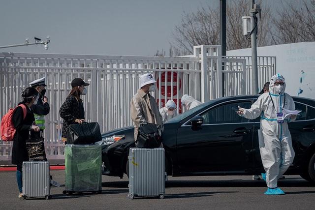 Con nhà giàu Trung Quốc chi 20.000 USD thuê máy bay rời Mỹ - Ảnh 1.