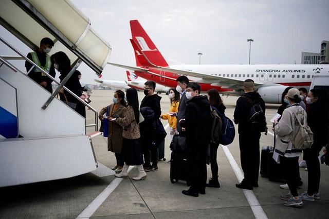 Con nhà giàu Trung Quốc chi 20.000 USD thuê máy bay rời Mỹ - Ảnh 3.