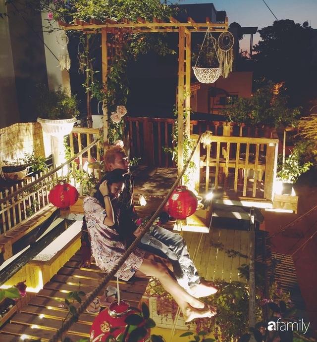 Ngôi nhà đẹp yên bình, lãng mạn nhờ người đàn ông đảm đang tự decor vườn và trồng đủ loại hồng ở Sài Gòn - Ảnh 2.