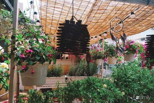 Ngôi nhà đẹp yên bình, lãng mạn nhờ người đàn ông đảm đang tự decor vườn và trồng đủ loại hồng ở Sài Gòn - Ảnh 28.