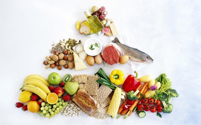 Bác sỹ mách 11 nguyên tắc ăn uống thiết thực trong mùa dịch COVID-19 để cả nhà khỏe mạnh - Ảnh 3.