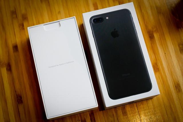 Những smartphone cận cao cấp giảm giá tiền triệu - Ảnh 1.