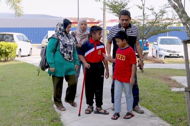Hơn 5.000 người đổ bệnh ở Malaysia vì dòng sông Kim Kim bị hạ độc - Ảnh 1.