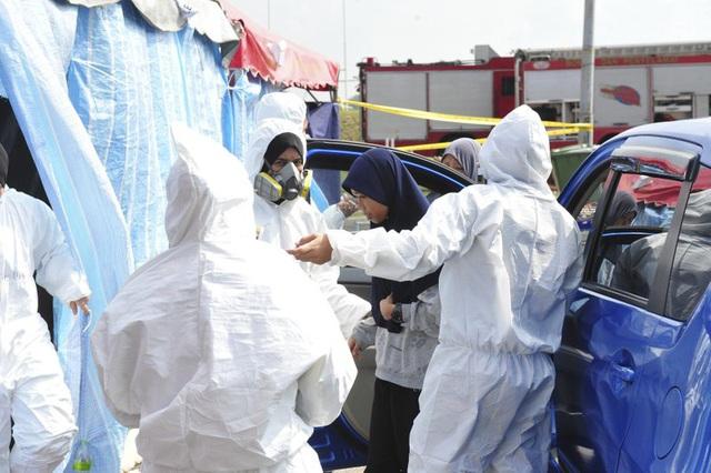 Hơn 5.000 người đổ bệnh ở Malaysia vì dòng sông Kim Kim bị hạ độc - Ảnh 2.