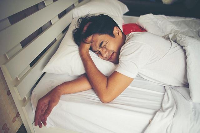 Đàn ông có tuổi thọ ngắn thường xuất hiện 4 dấu hiệu này trong khi ngủ - Ảnh 2.