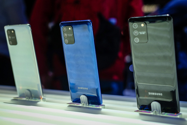 Những smartphone cận cao cấp giảm giá tiền triệu - Ảnh 3.