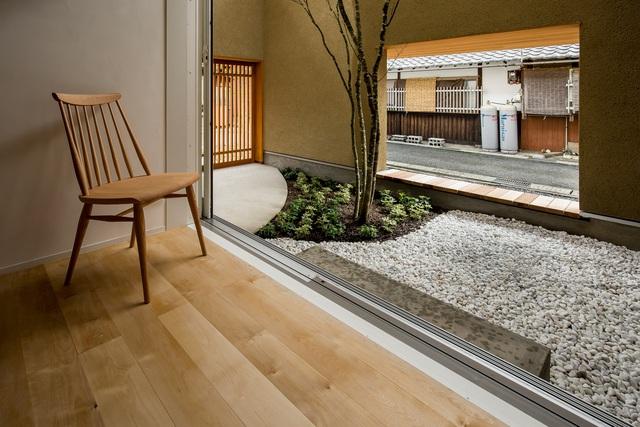 Ngôi nhà bình yên đến nao lòng với khoảng sân vườn thiết kế nghệ thuật đẹp như tranh vẽ  - Ảnh 6.